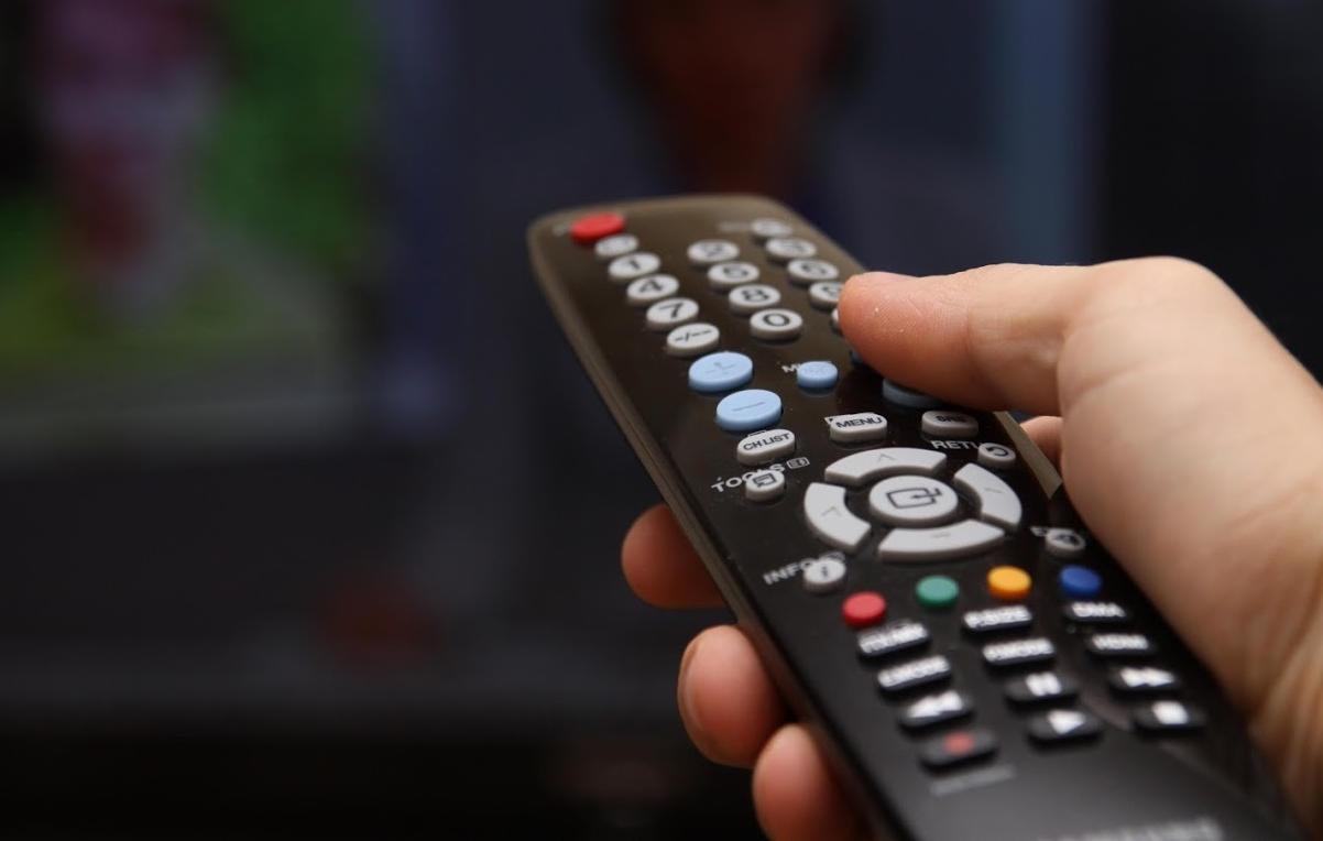 Assinaturas da TV paga continuam em queda livre